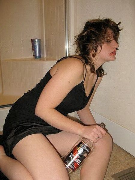 Passed Out Drunk Girls Pictures34