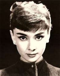 Para ti, Audrey Hepburn, para tus ojos de miel y tu discreto rubor: yo te dedico mi blog