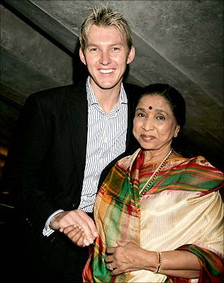 Brett Lee and Asha Bhosle photo