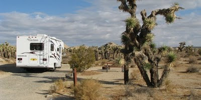 autocamper/motorhome-camping i red rock canyon state park, californien, usa