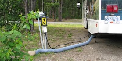 El, vand og afløb til vores autocamper på KOA i Clearwater, Canada
