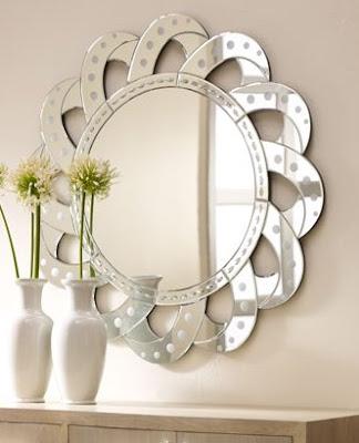 Cache Venetian-Style Mirror