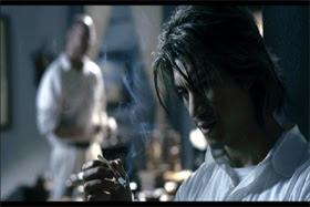 Dustin Nguyen na pele de um vilão atormentado