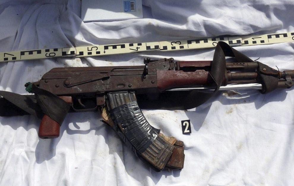 http://4.bp.blogspot.com/_Xe4Ki85kF5E/TGMVF7YHTEI/AAAAAAAAAmM/HBYisBpNExo/s1600/gun+somalia+pirates+mogadishu.jpg
