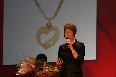 Shelly Presenting the Heart of stampin up - Celebrate Convention 2009