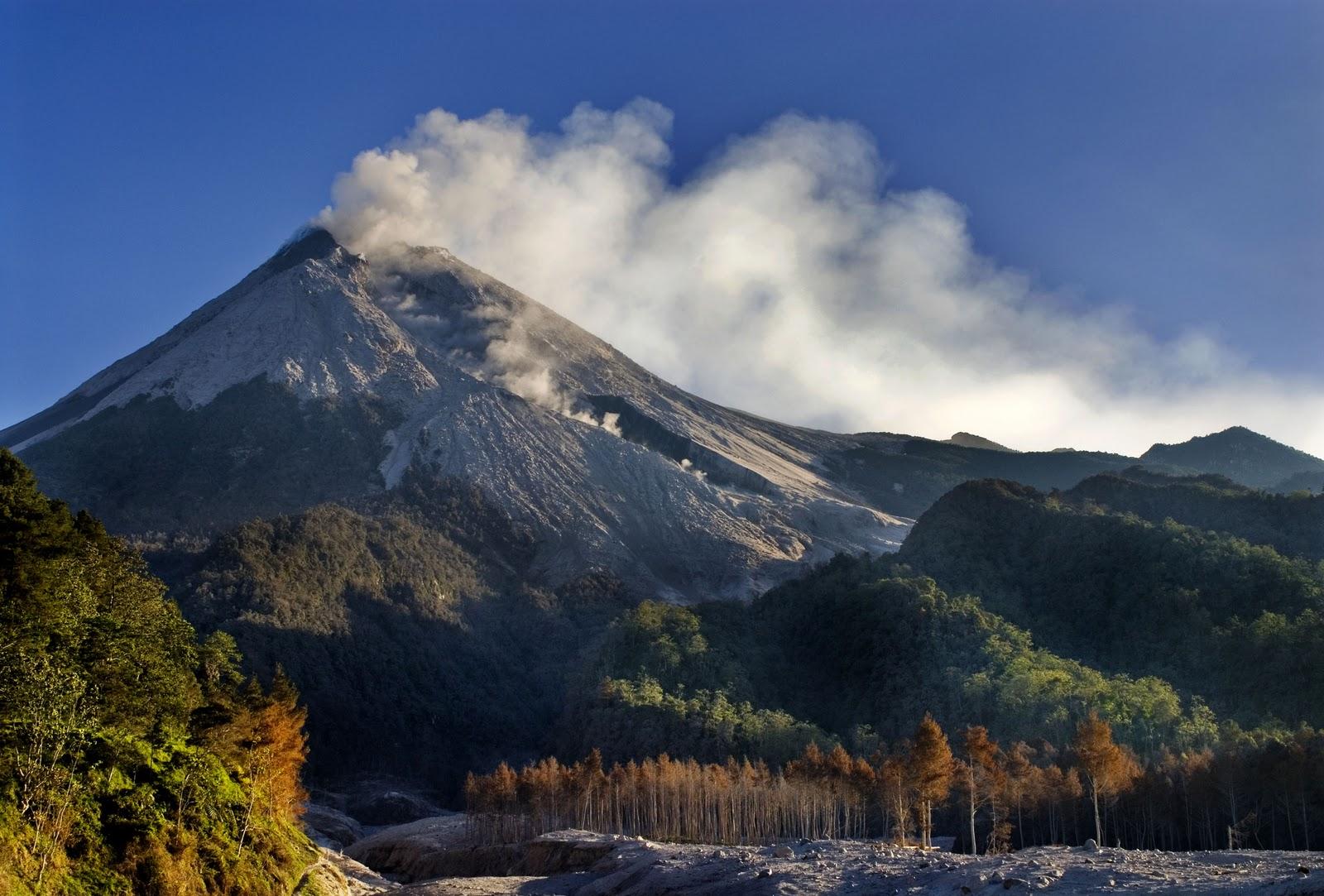 Mengenal Gunung Merapi ~ Background