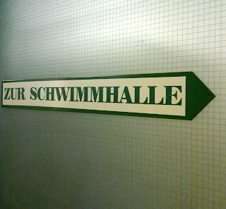 schwimmhalle (onemorehandbag)