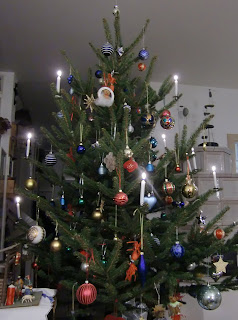 Christmas Tree 2009 (onemorehandbag)