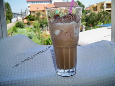 Articole culinare : Ice coffe cu inghetata