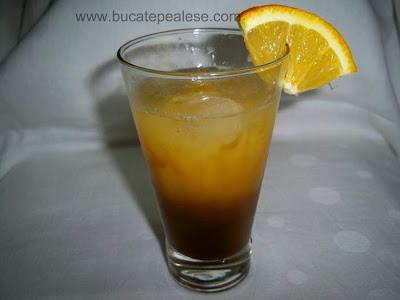 Articole culinare : Cocktail cu lichior si suc de portocale