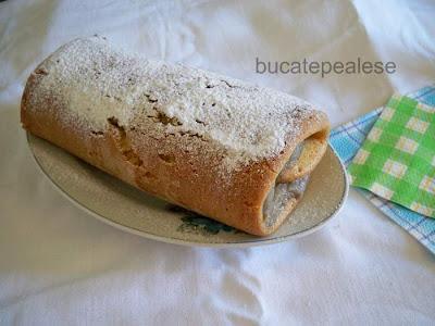 Articole culinare : Rulada cu crema de banane