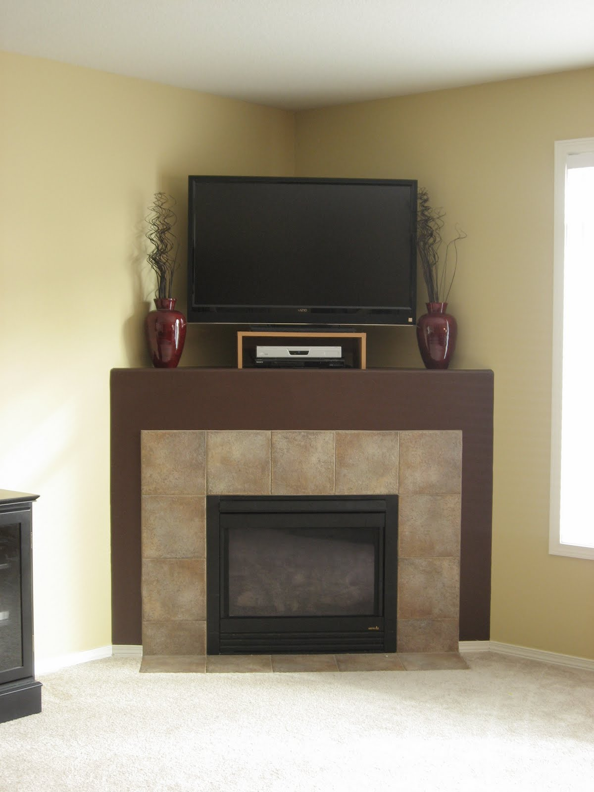 Corner fireplace decorating ideas decorating ideas for Living room corner tv ideas