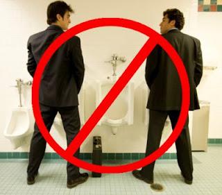 http://4.bp.blogspot.com/_XmMyGUGGrsM/SkHYafDrgMI/AAAAAAAAAFA/34dCrO57dH8/s320/bathroom.jpg