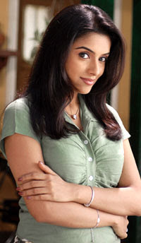 asin1 With such a shock of her latest release, Asin has decided to play safe and ...