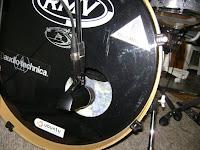 Posição 2 - posicionando microfone no bumbo - segunda foto
