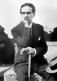 César Vallejo en el Parque de Versalles. Verano de 1929.