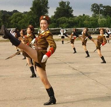 Cajón de sastre - Página 3 North-korean-army