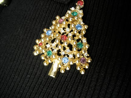 [at_the_meadows_eisenberg_christmas_tree_brooch_2009-12-25]
