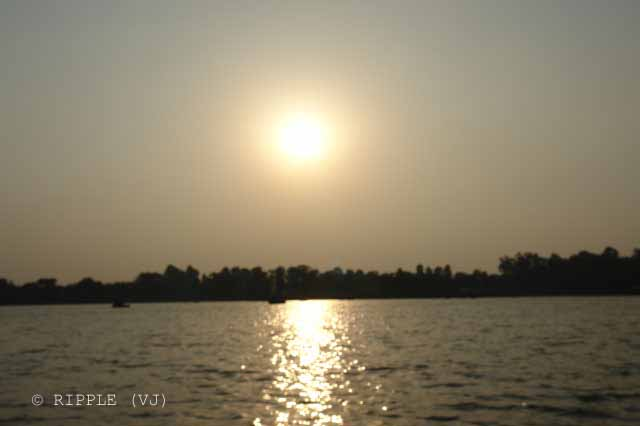 Sukhna Lake in Chandigarh is an artificial lake at the foothills of the Himalayas (shivalik hills). This 3 km rainfed lake was created in 1958 by damming a seasonal stream coming down from the Shivalik Hills...: Posted by VJ on PHOTO JOURNEY @ www.travellingcamera.com : VJ, ripple, Vijay Kumar Sharma, ripple4photography, Frozen Moments, photographs, Photography, ripple (VJ), VJ, Ripple (VJ) Photography, VJ-Photography, Capture Present for Future, Freeze Present for Future, ripple (VJ) Photographs , VJ Photographs, Ripple (VJ) Photography : People visit this place in the morning to enjoy the cool breeze and the beauty of nature. Chandigarh Sukhna Lake serves as a great picnic spot and an apt place for pursuing water sport activities like boating, yachting and water skiing etc.