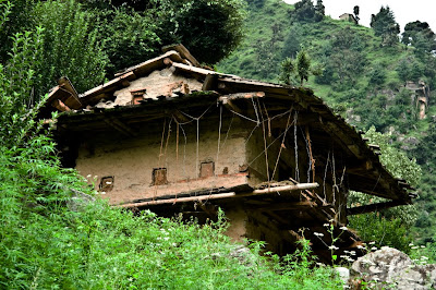 Broken down mud-house on the way to Shrikhand Mahadev @ Kullu District, Himachal Pradesh, INDIA