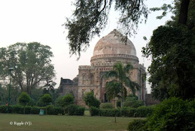 Posted by Ripple (VJ) : A visit to Lodhi Garden, Delhi, INDIA :: Sheesh-Gumbad in the middle of Lodhi Garden, Delhi