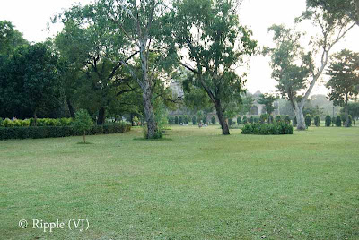 Posted by Ripple (VJ) : A visit to Lodhi Garden, Delhi, INDIA :: Open area in front of Bara Gumbad @ Lodhi Garden, Delhi