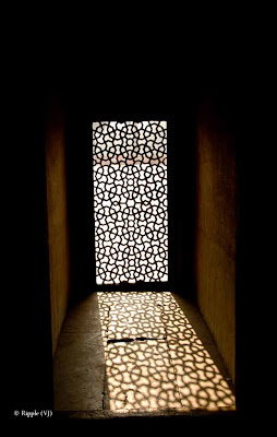 Posted by Ripple (VJ) : Light Pattern @ Humatun Tomb, Delhi :