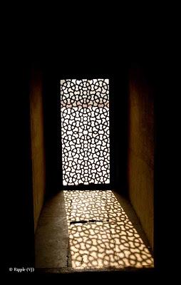Posted by Ripple (VJ) : Light Pattern @ Humatun Tomb, Delhi :