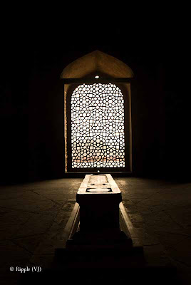 Posted by Ripple (VJ) :  Humayun's Tomb, Delhi : The actual tomb of Humayun - the second Mughal emperor.