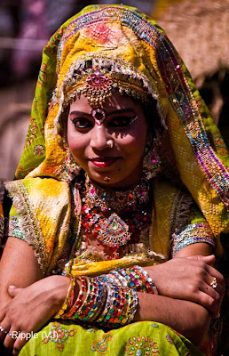 Posted by Ripple (VJ) : Faces of India @ Surajkund Fair :Bridal Getup (I assume) @ Surajkund Fair 2009