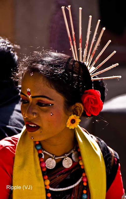 Posted by Ripple (VJ) : Faces of India @ Surajkund Fair : A Fusion of Tribal Get-up and Modern Cosmetics
