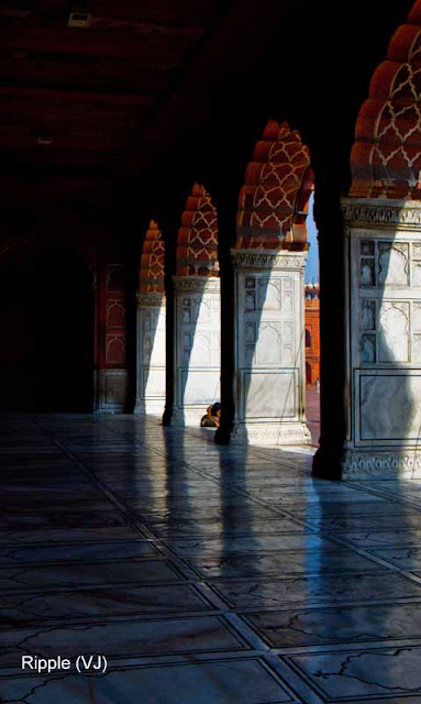 Posted by Ripple (VJ) : Delhi 6 - Jama Masjid : Corridor with some beautiful arches
