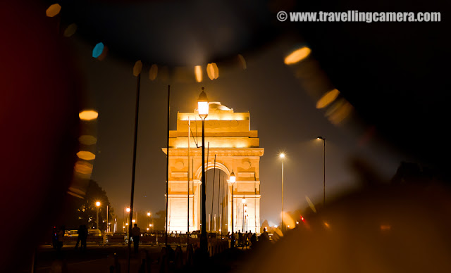 India Gate - Alive at Night : Apart from the nigh clubs and pubs, there is another place in Delhi that comes alive at night. It is right at the heart of the city, India Gate. However, unlike pubs and clubs, most people are there to spend time with their families. The whole area is vibrant with Children, Newlyweds, joint families and amongst them all, hawkers to sell some of the Delhi's famed streetside food. You can also see dotted here and there some policemen to ensure nothing shady happens in the bushes. : India Gate is majestic and is surrounded by some of the most interesting buildings of Delhi. The whole area is under 24 hour security cover as it should be considering the President's house is just a few metres away. You don't expect such an area to be the party hub for middle-class Delhi Families. But it is!The monument itself stands in memory of the brave soldiers who died fighting  in World War I and the Third Anglo-Afghan War. If you look closely at the walls of the monument, you will see the names of all of the soldiers who lost their lives. And beneath the canopy an eternal flame known as the
