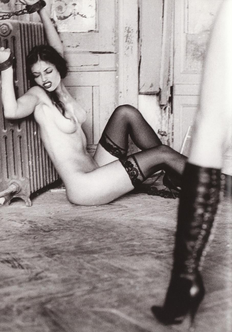 Черная рабыня у белой лесби 18 фотография