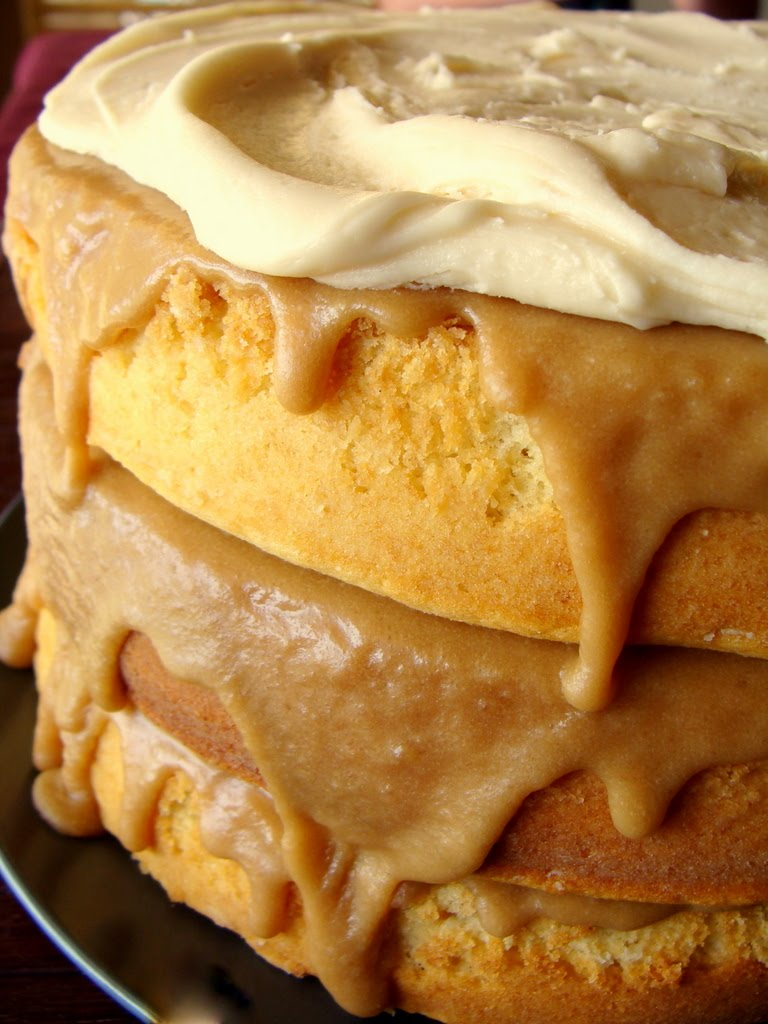 Sugar Bananas: Gooey Caramel Cake