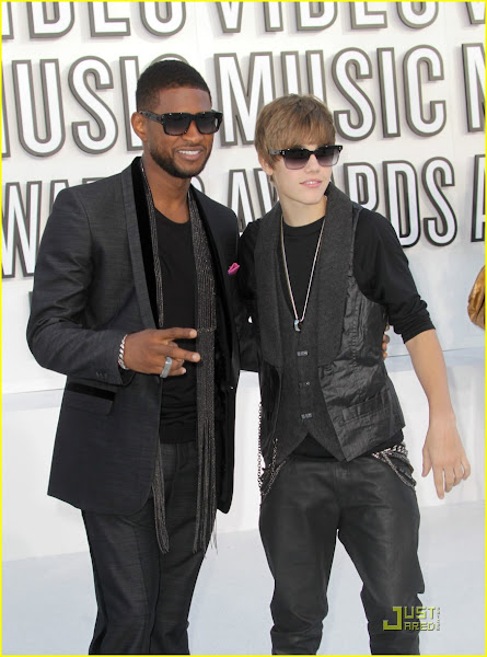 Justin Bieber Usher arriving at the 2010 VMAs