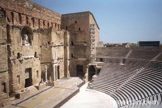 Klasikisme arsitektur berarti membicarakan historism dalam arsitektur