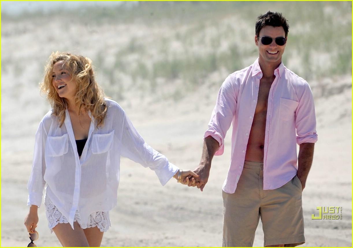 http://4.bp.blogspot.com/_XwrTmjfLgEI/TA8fQa69j1I/AAAAAAAAEU4/HlF8xYfx1zQ/s1600/kate-hudson-kate-egglesfield-beach-bodies-09.jpg