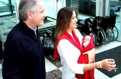 Ticiane Pinheiro com a filha e o marido Roberto Justus