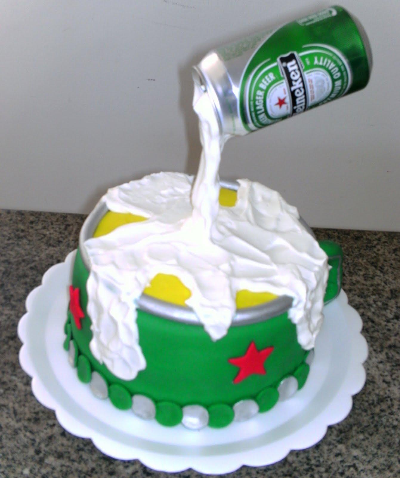 Muito Botique de Bolos: Bolo lata da cerveja heineken BI65
