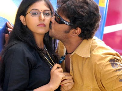 Aayudham Songs Download, Aayudham Tamil MP3 ... - raaga.com