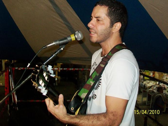 Leo Di Araújo cantando no ECCAM