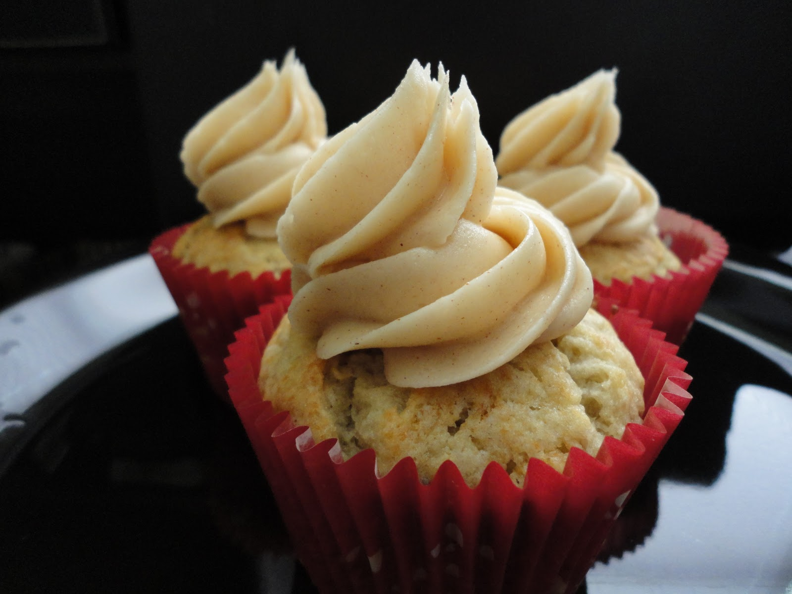 Tnt-cook: Banana Cupcakes with Honey-Cinnamon Frosting