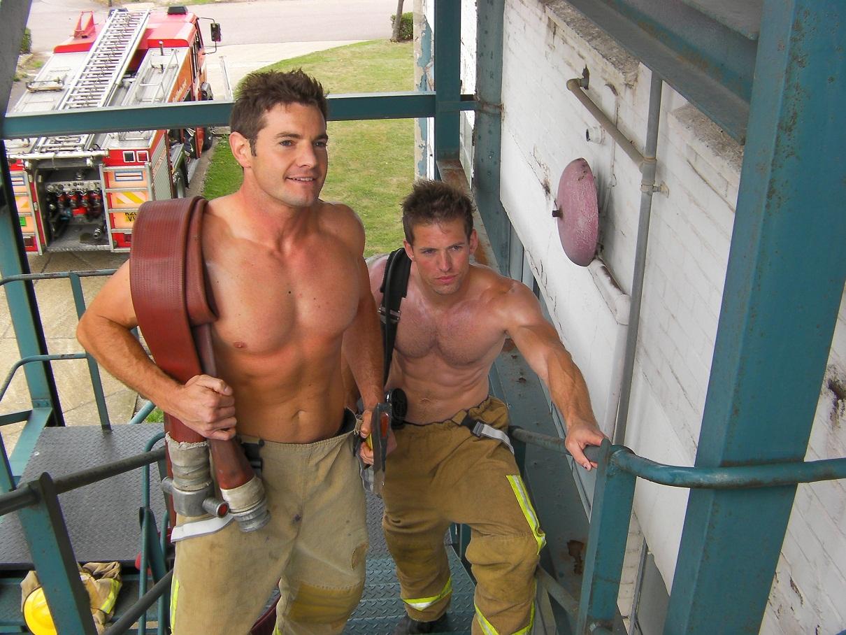 http://4.bp.blogspot.com/_Y-ag-Y1qgAo/TJ-rkyQfwWI/AAAAAAAAe8o/EV_FoBQl3Bs/s1600/naked_firemen.JPG