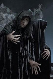 scary tales o fantasma da capa preta