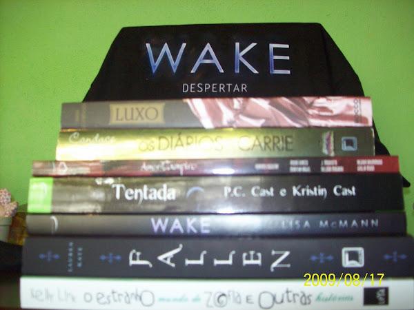 Na minha estante extra!!!! Eu fui na bienal!!!!!! Comprei um montão de livros!!!!