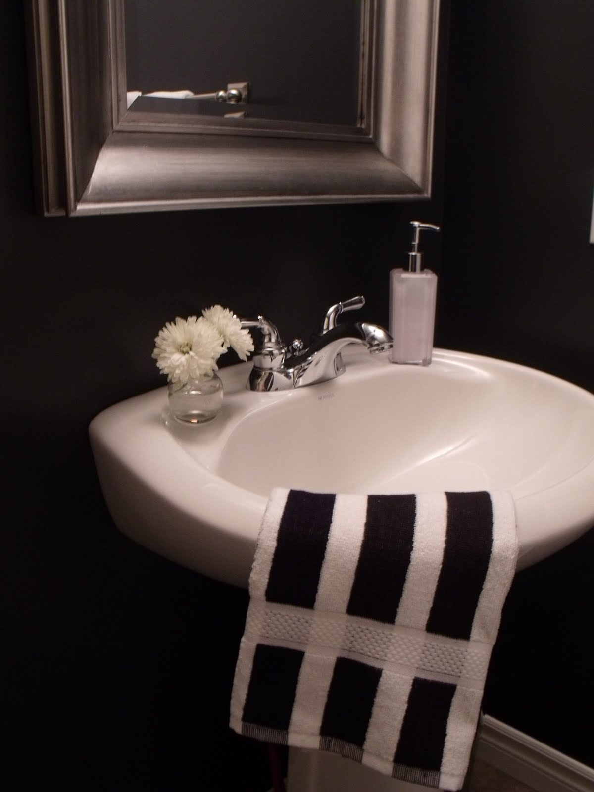 Silver Black & White Bathroom