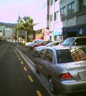 Footpath blocked by rental cars in Ghuznee St