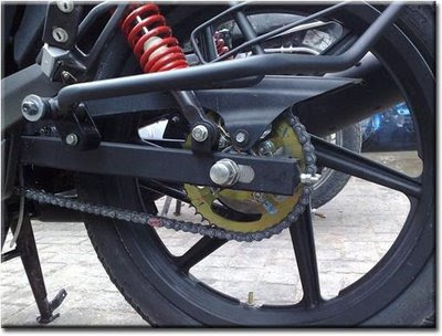Exposed Chain drive of the New Apache RTR
