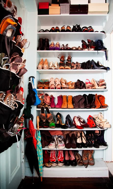 Km2 shoes shoes to live in world 39 s best shoe closets for Cuarto de zapatos
